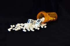 Verschreibungspflichtige Medikamente und Würfel Stockbilder