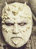verschrikkingsmens of monster met doornen op gezicht met make-up stock foto's