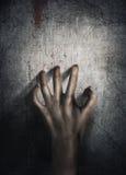 Verschrikkingsscène Hand op muur backround Affiche, dekkingsconcept Stock Foto