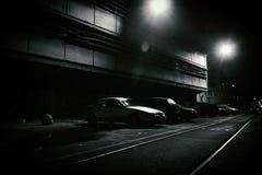 Verschrikkingsscène van een donkere straat bij nacht stock foto's