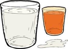 Verschüttete Milch und Karottensaft Lizenzfreies Stockfoto