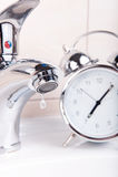 Verschwendung von Zeit und von Wasserkonzept Lizenzfreie Stockfotos