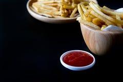 Verse Aardappels Smakelijke frieten met ketchup snelle voedingsmiddelen Royalty-vrije Stock Fotografie