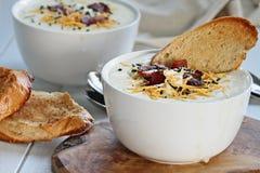Verse Aardappelsoep met Brood Stock Fotografie