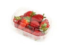 Verse aardbeien in doos op wit Royalty-vrije Stock Afbeelding