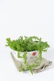 Verse aardbeien in een mand op een witte achtergrond Royalty-vrije Stock Foto