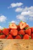 Verse aardbeien en een besnoeiing  Royalty-vrije Stock Afbeelding