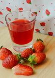 Verse aardbeien en Sappige aardbeien. Stock Foto's