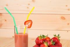 Verse aardbeien en smoothie Stock Foto's