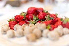Verse aardbeien met kokosnotenbeten Royalty-vrije Stock Fotografie