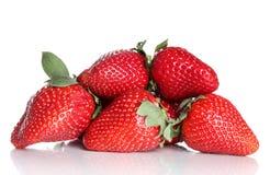 Verse aardbeien op witte achtergrond Royalty-vrije Stock Afbeeldingen