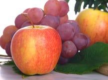 Verse appel en druiven stock afbeelding