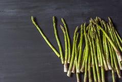 Verse asperge op de lijst Royalty-vrije Stock Fotografie