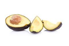 Verse avocado die op wit wordt geïsoleerdi Stock Afbeeldingen