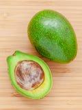 Verse avocado op houten achtergrond Organisch avocado gezond voedsel Royalty-vrije Stock Fotografie