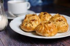 Verse bakkerij en hete thee Royalty-vrije Stock Afbeeldingen