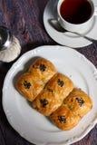 Verse bakkerij en hete thee Royalty-vrije Stock Foto's