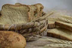 Verse bakkerijproducten - pannekoeken - broden - toost royalty-vrije stock afbeelding