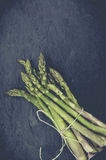 Verse bio groene asperge Stock Afbeeldingen