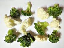 Verse broccoli en bloemkool Stock Afbeeldingen