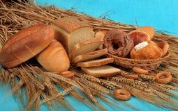 Verse brood, bakkerij en tarwe Stock Foto's