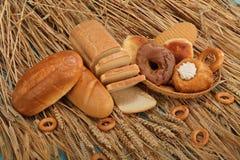 Verse brood, bakkerij en tarwe Stock Foto