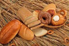 Verse brood, bakkerij en tarwe Stock Fotografie