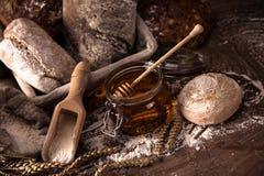 Verse brood en tarwe Stock Foto's