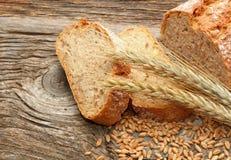 Verse brood en tarwe Royalty-vrije Stock Foto's