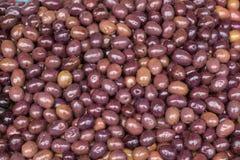 Verse bruine olijvenclose-up Stock Foto