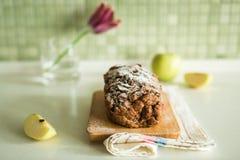 Verse cake met appel en kaneel Stock Fotografie
