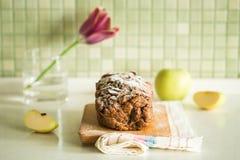 Verse cake met appel en kaneel Stock Foto's