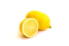 Verse citroen die op wit wordt geïsoleerde Royalty-vrije Stock Foto's