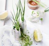 Verse de lentebroodjes op een witte achtergrond Stock Foto's