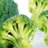 Verse dichte broccoli omhoog een achtergrond Stock Afbeelding