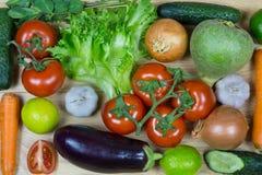 Verse die groenten op witte achtergrond worden ge?soleerd royalty-vrije stock fotografie