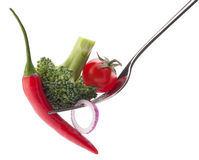 Verse die rauwe groenten op vork op wit knipsel wordt geïsoleerd als achtergrond Royalty-vrije Stock Afbeeldingen