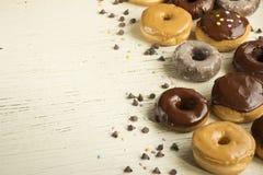 Verse donuts in een doos Donuts Stock Foto's