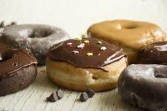 Verse donuts in een doos Donuts Stock Fotografie