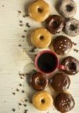 Verse donuts in een doos Donuts Royalty-vrije Stock Foto's