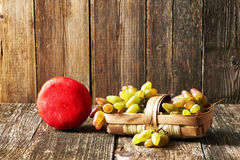 Verse druiven en kaas Royalty-vrije Stock Foto's