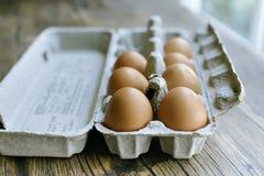 Verse Eieren in een Eikarton royalty-vrije stock fotografie