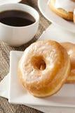 Verse Eigengemaakte Donuts met Zwarte Koffie Royalty-vrije Stock Fotografie