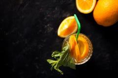 Verse eigengemaakte gezonde en heerlijke orangeade royalty-vrije stock afbeelding