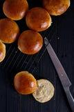 Verse eigengemaakte hamburgerbroodjes Royalty-vrije Stock Foto's