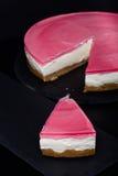 Verse eigengemaakte kaastaart met roze gelei Ondiepe diepte van gebied Royalty-vrije Stock Foto's