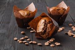 Verse eigengemaakte muffins met citroen stock foto's