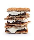Verse eigengemaakte smores met heemst, chocolade en van Graham crackers Royalty-vrije Stock Foto