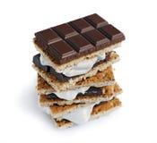 Verse eigengemaakte smores met heemst, chocolade en van Graham crackers Royalty-vrije Stock Afbeeldingen