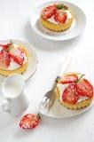 Verse en gezonde aardbeiencake Stock Afbeeldingen